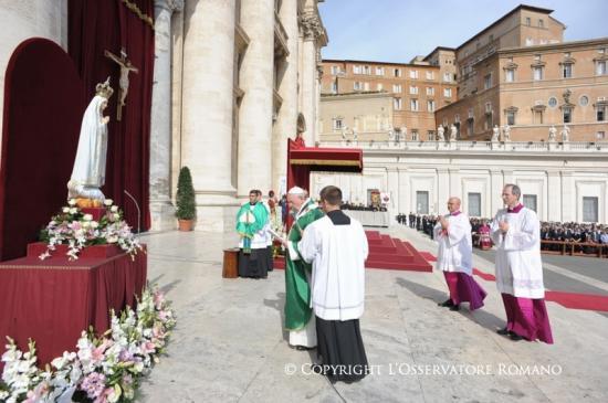 Acte de confiance du Pape François à la Vierge de Fatima 2013