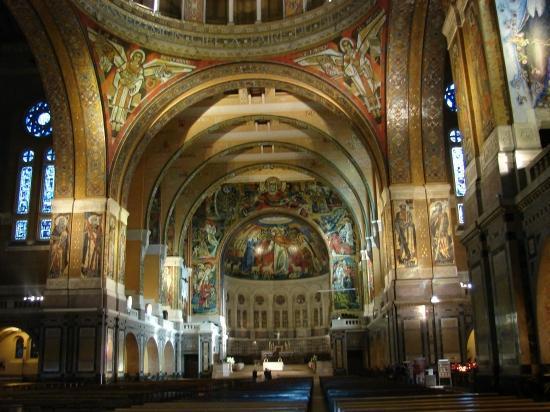 Nef de la Basilique de Lisieux