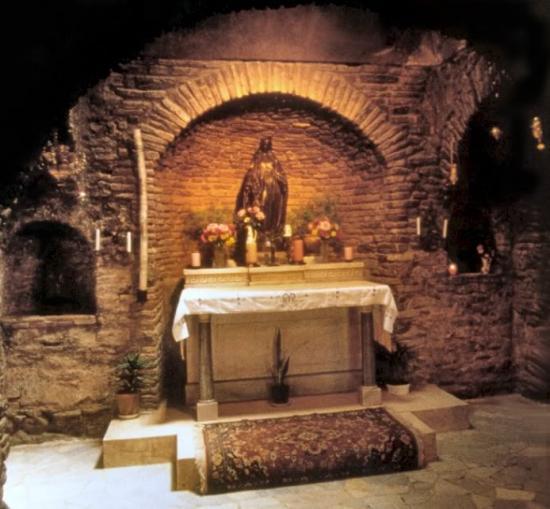 Intérieur de la Maison de Marie à Ephèse
