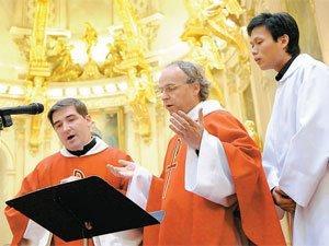 Les Prêtres chanteurs en habits