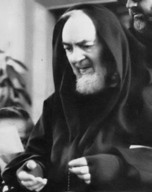 Padre Pio et chapelet