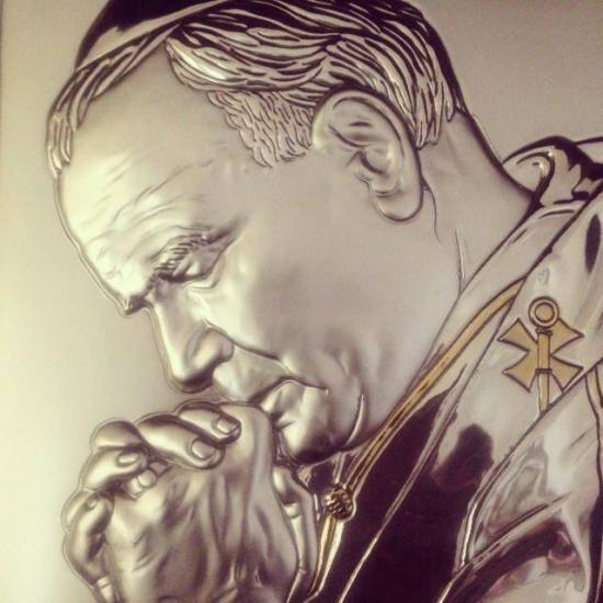 Sculpture argentée de Saint Jean-Paul II priant