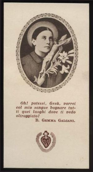 Sainte-Gemma Galgani tenant le Crucifix