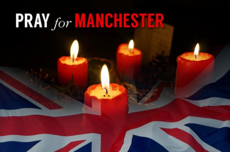 Bougies, drapeau britannique, priez pour Manchester, 22 mai 2017