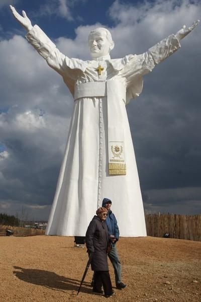 Statue géante de JP II, Czestochowa 2013