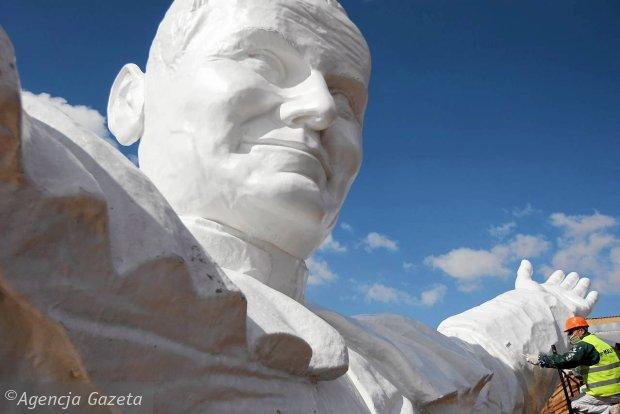 Statue monumentale de Jean-Paul II à Czestochowa