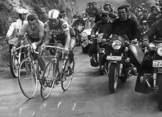 anquetil-poulidor-puy-de-dome-tour-de-france-1964-parousie-over-blog-fr.jpg