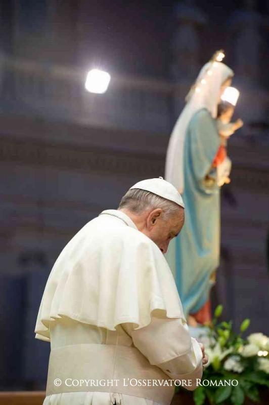 Pape francois en priere marie jesus parousie over blog fr